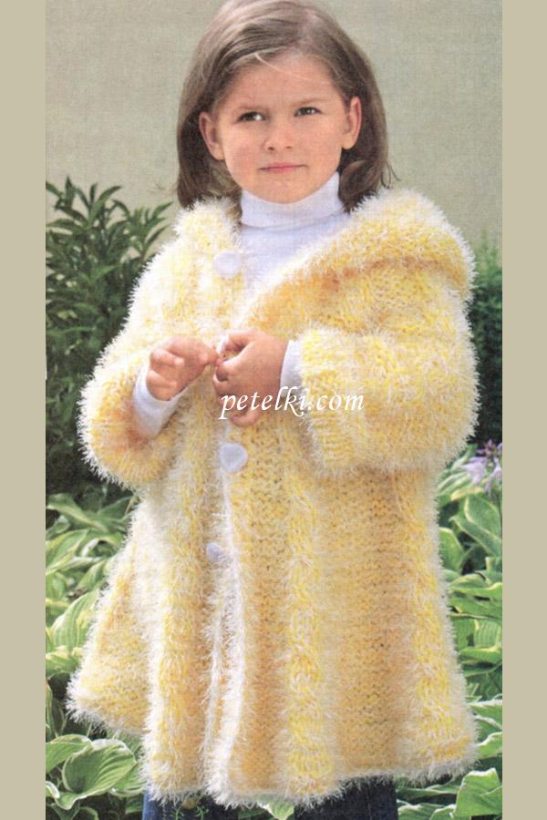 Детское пальто из пряжи Травка