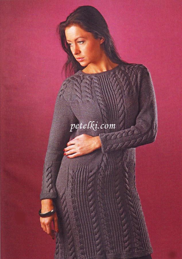 Платье связано спицами.