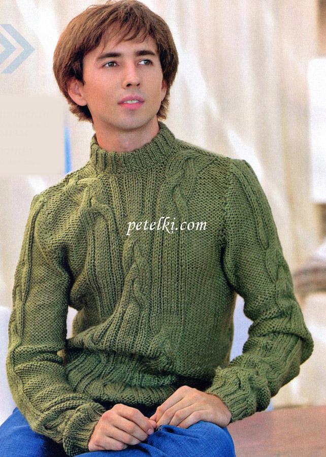Мужской свитер связан спицами.